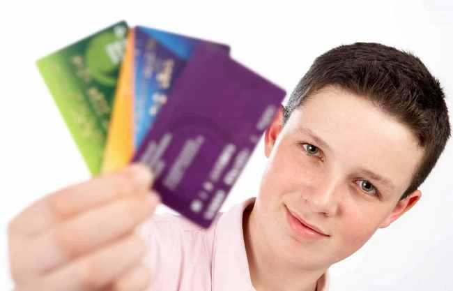 Можно ли взять кредит наличными с 18 лет?
